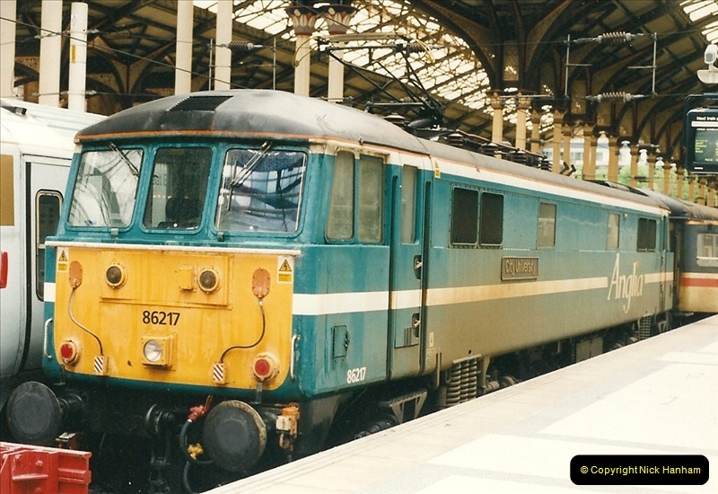 2000-04-04 London stations.  (33)312