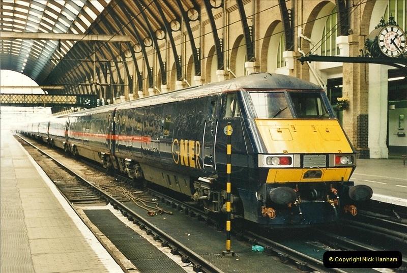 2000-04-04 London stations.  (46)325
