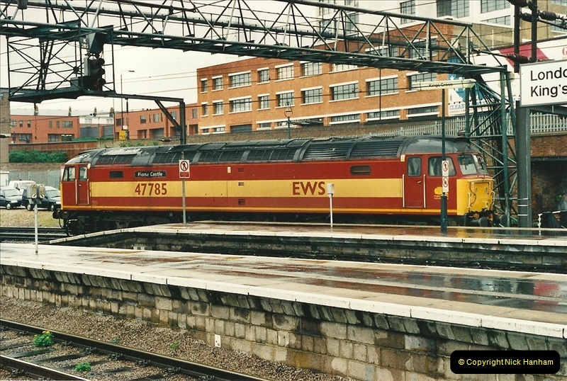 2000-04-04 London stations.  (49)328