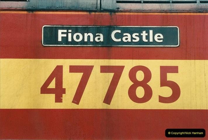 2000-04-04 London stations.  (51)330