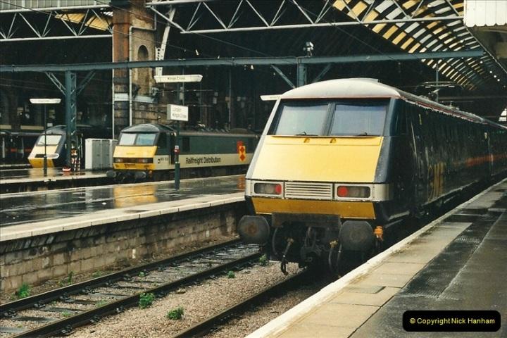 2000-04-04 London stations.  (54)333