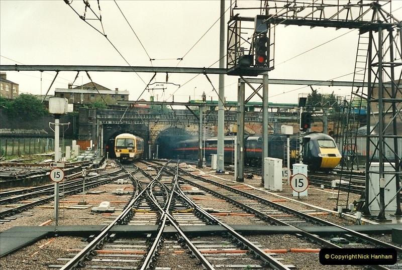 2000-04-04 London stations.  (56)335