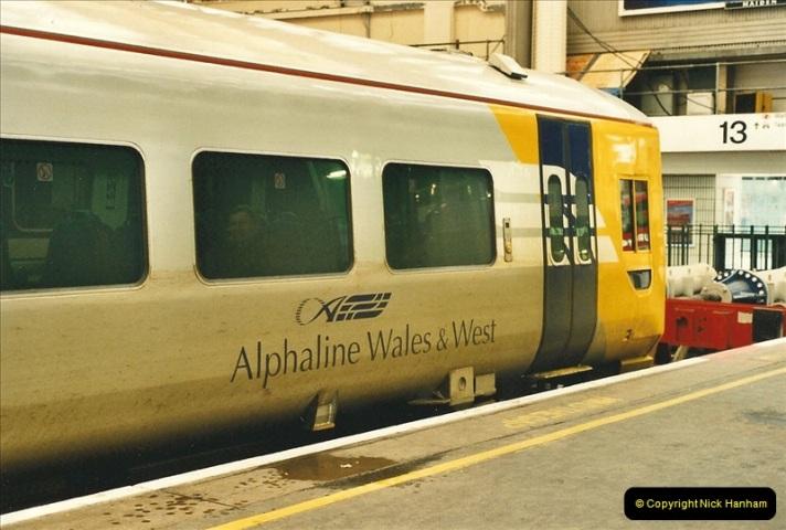 2000-04-04 London stations.  (69)348