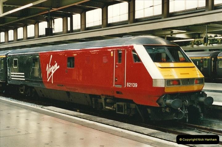 2000-04-25 London Euston.  (1)350