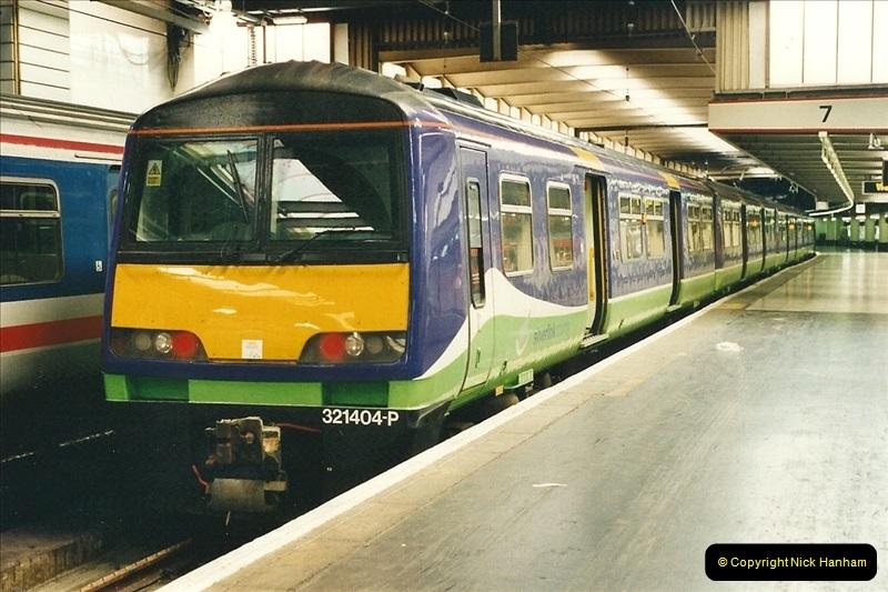 2000-04-25 London Euston.  (2)351