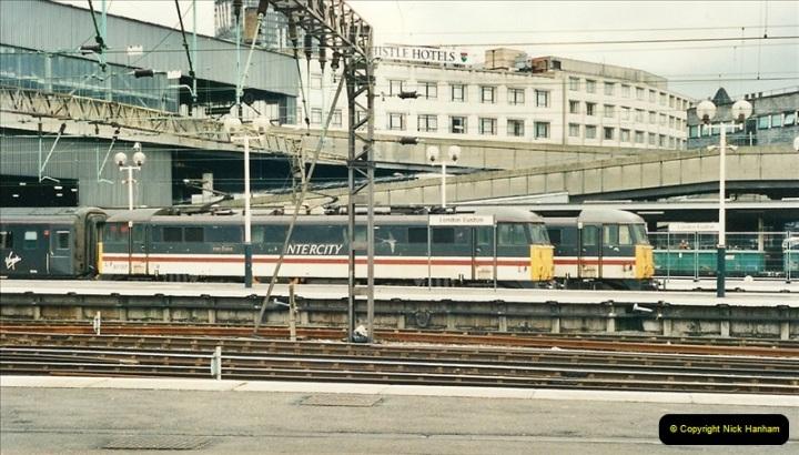 2000-04-25 London Euston.  (4)353