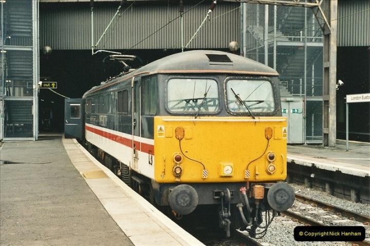 2000-04-25 London Euston.  (7)356