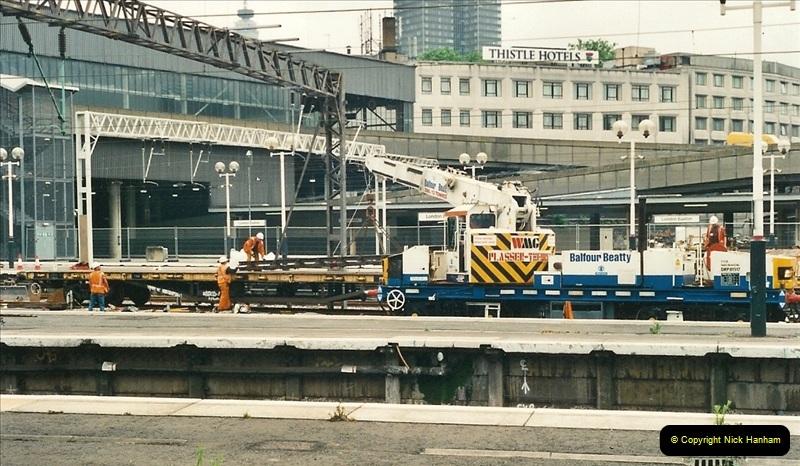 2000-07-22 to 23 London Euston.  (19)  483