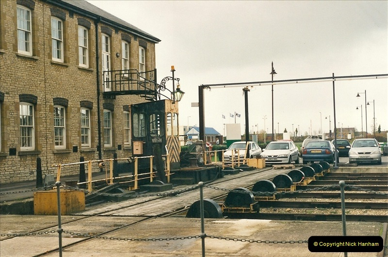 2000-11-08 Swindon Works, Swindon, Wiltshire.  (1)595