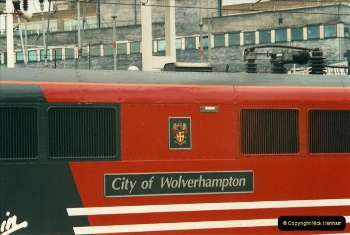 2001-03-27 Euston, London.  (8)618