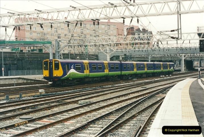 2001-03-27 Euston, London.  (12)622