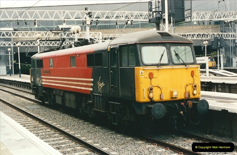 2001-03-27 Euston, London.  (15)625