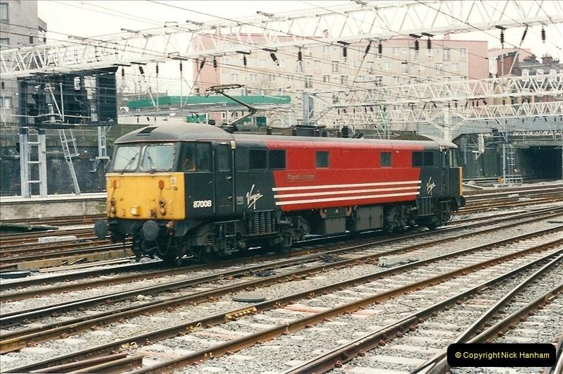 2001-03-27 Euston, London.  (18)628