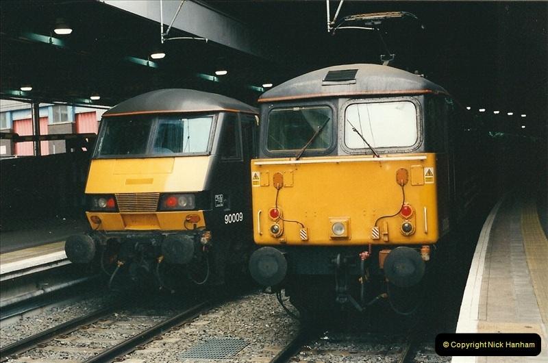 2001-03-27 Euston, London.  (19)629