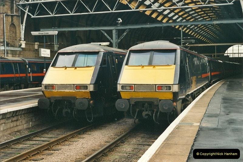 2001-03-27 Kings Cross, London.  (4)635