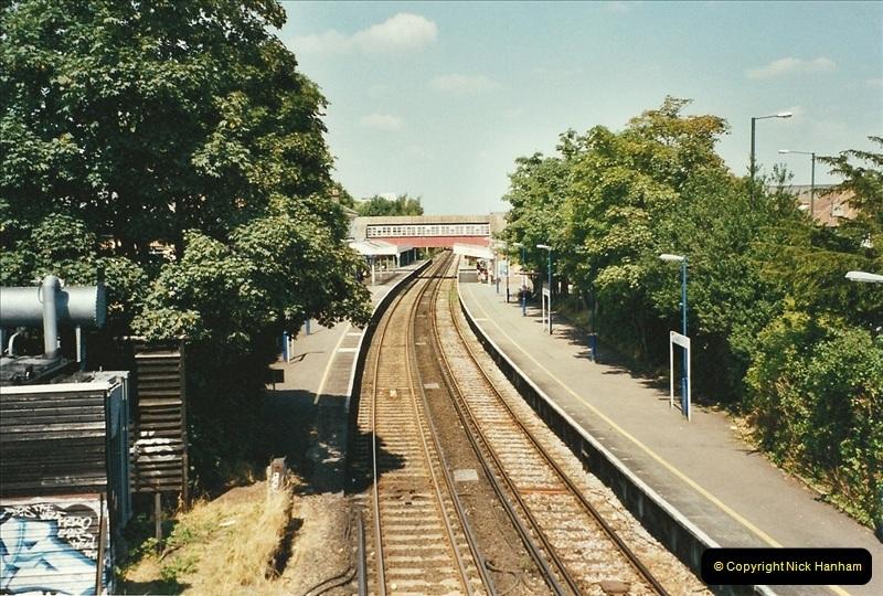 2001-07-28 Teddington, Middlesex.  (2)681