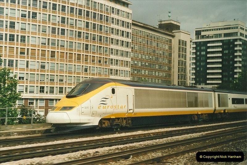 2001-08-07 London Waterloo.  (1)689
