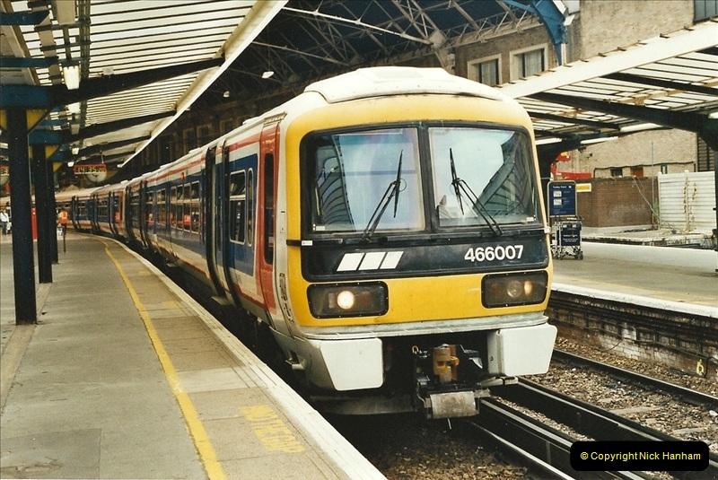 2001-08-22 London Victoria.  (1)692