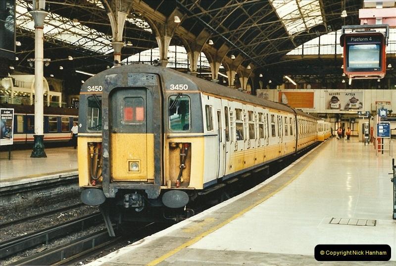 2001-08-22 London Victoria.  (2)693