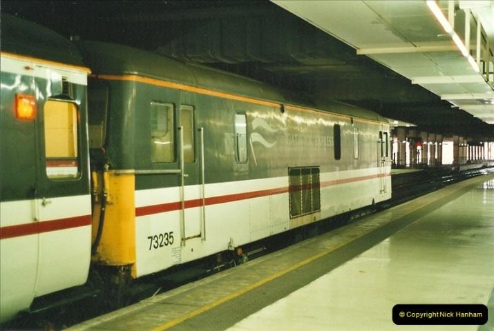 2001-08-22 London Victoria.  (5)696