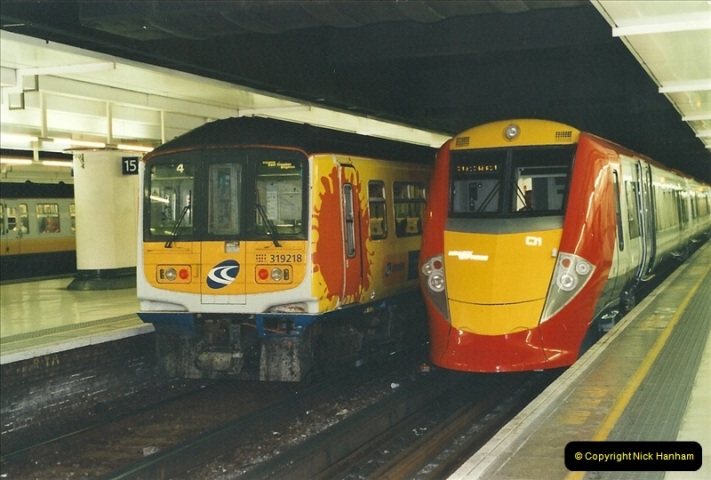 2001-08-22 London Victoria.  (8)699