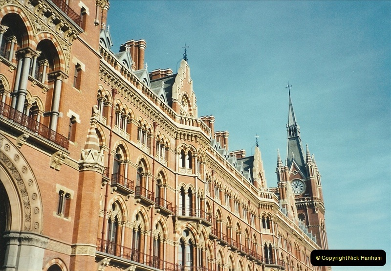 2001-11-03 London St. Pancras.  (1)717