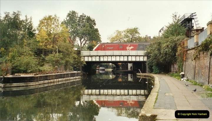 2001-11-04 London Camden Town.  (4)725