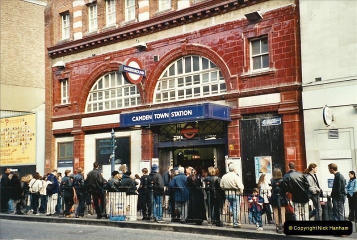 2001-11-04 London Camden Town.  (6)727