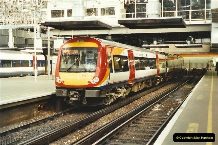 2001-11-30 London Euston.  (2)729