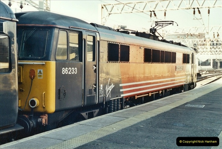 2001-11-30 London Euston.  (5)732