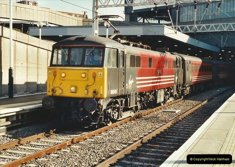 2001-11-30 London Euston.  (8)735