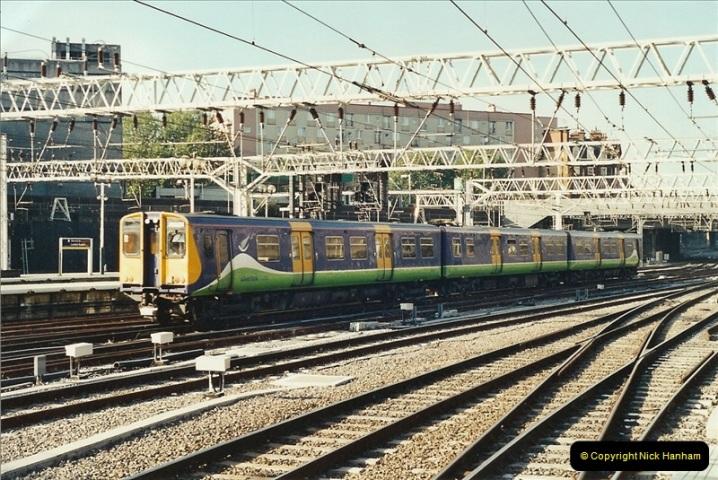 2001-11-30 London Euston.  (9)736