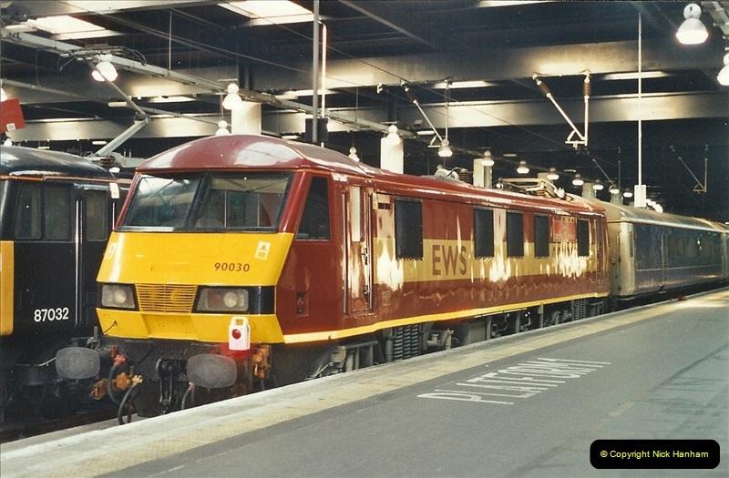 2001-11-30 London Euston.  (10)737