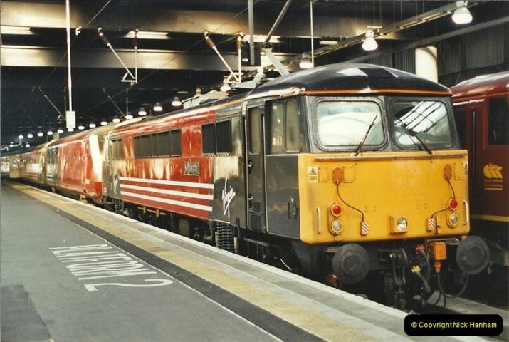 2001-11-30 London Euston.  (11)738