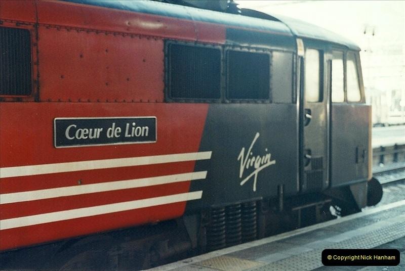 2001-11-30 London Euston.  (13)740
