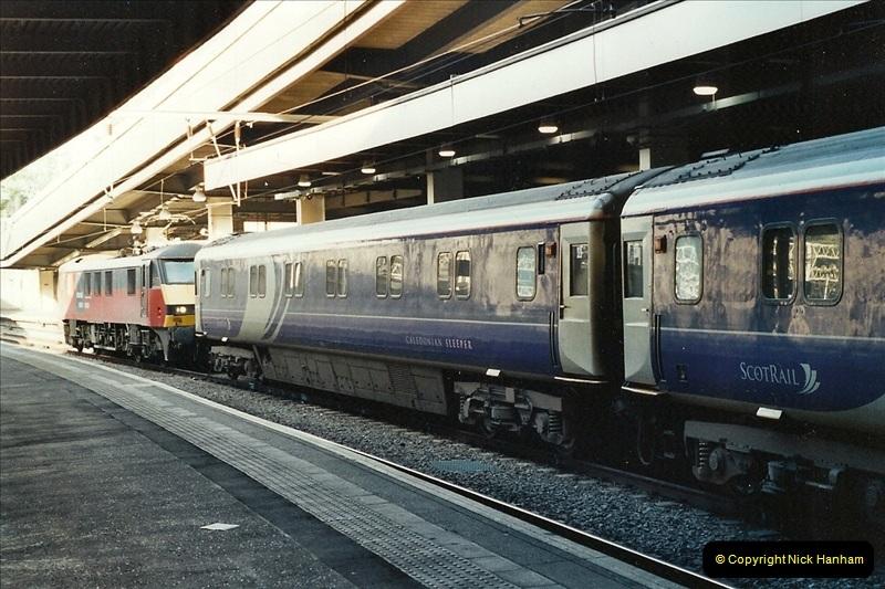 2001-11-30 London Euston.  (14)741