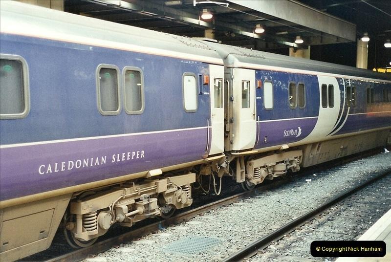 2001-11-30 London Euston.  (15)742