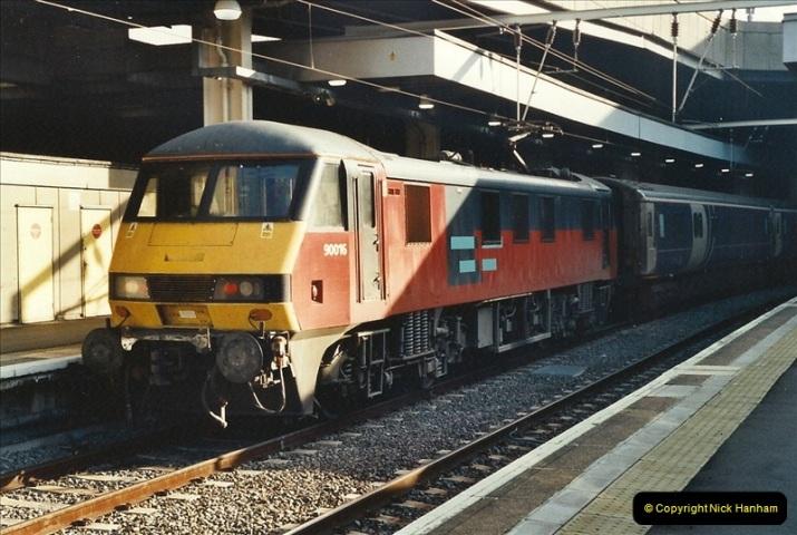 2001-11-30 London Euston.  (18)745