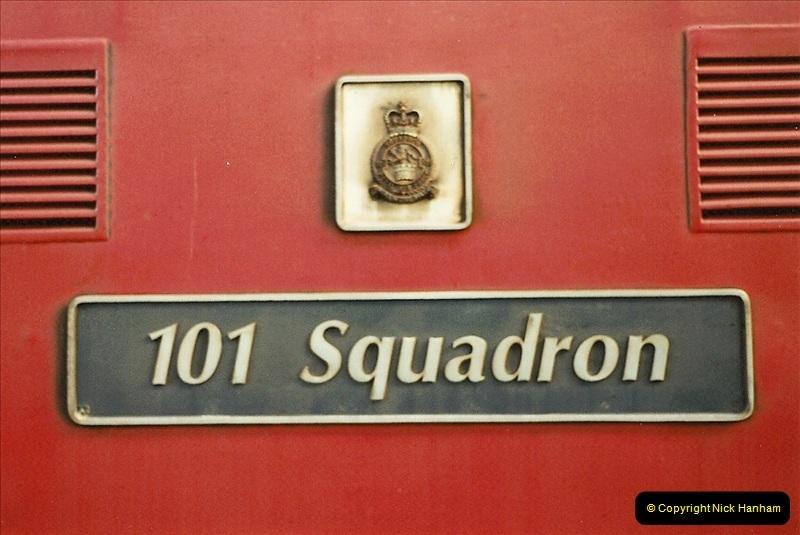 2001-11-30 London Euston.  (20)747