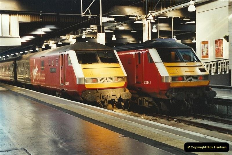 2001-11-30 London Euston.  (22)749