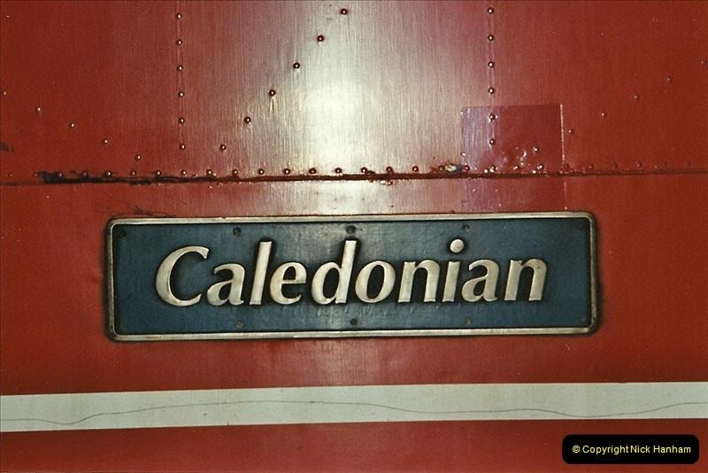 2001-11-30 London Euston.  (23)750