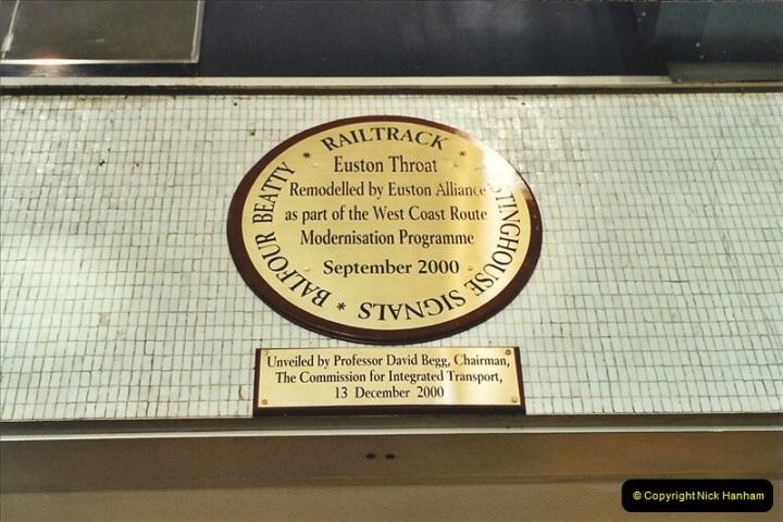 2001-11-30 London Euston.  (24)751