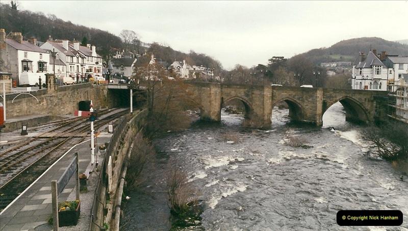 2000-03-11 Llangollen Railway, North Wales.  (4)083