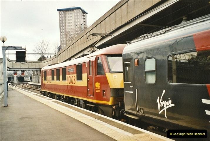 2003-12-05 London Euston.  (7)276