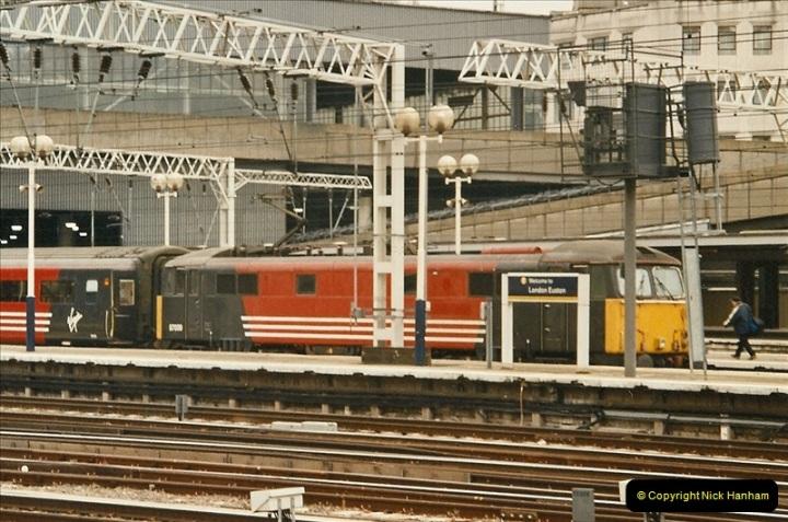 2003-12-05 London Euston.  (10)279
