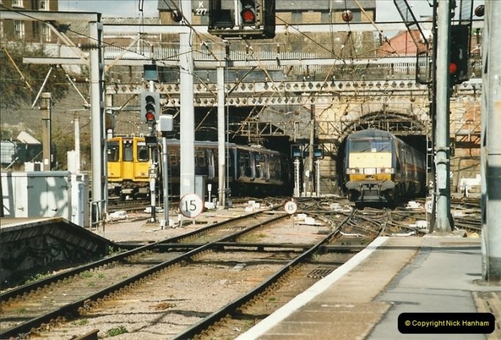 2005-03-10 to 12 London Kinfs Cross.  (15)442