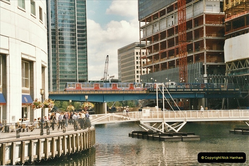 2002-07-19. Canary Wharf.  (2)007