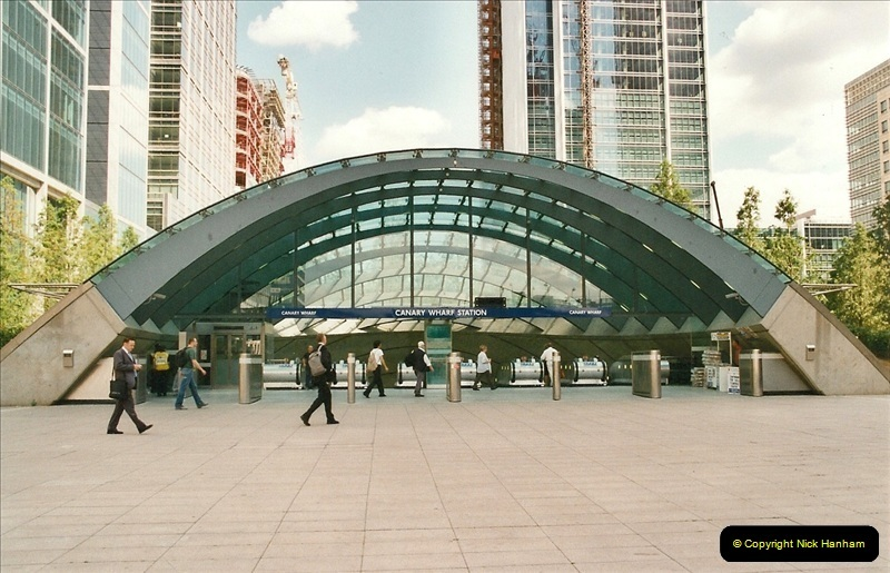 2002-07-19. Canary Wharf.  (3)008