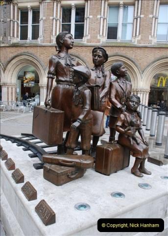 2012-05-05 London Stations.  (55)218