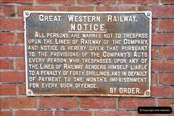 2013-03-16 Railway past at Broadstone, Dorset.  (16)118